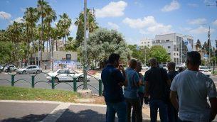 قوات الشرطة بعد هجوم طعن وقع في مدينة العفولة، 11 يونيو، 2018.  (Meir Vaknin/Flash90)