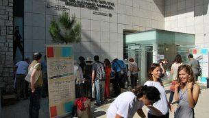 المشاركون يجتمعون في ليمود القدس في عام 2012. (Rocco Giansante)