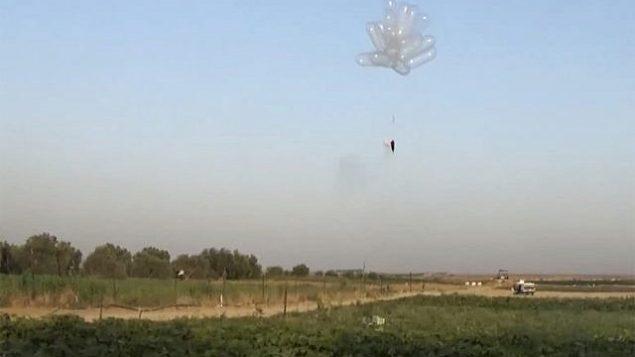 بالونات حاترقة تطلق من غزة باتجاه اسرائيل، مايو 2018 (Screen capture: Quds news)