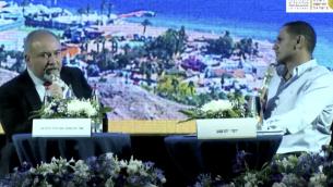 وزير الدفاع أفيغدور ليبرمان في مقابلة أجريت معه من قبل المراسل العسكري لصحيفة 'يديعوت أحرونوت'، يوسي يهوشواع، في المؤتمر السنوي ل'معهد المحاسبين القانونيين المعتمدين في إسرائيل' المنعقد في إيلات، 5 يونيو، 2018. (Screen capture)