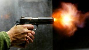 صورة توضيحية لمسدس (Olivier Fitoussi/Flash90)