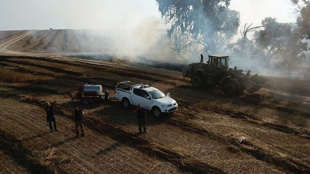 السلطات الإسرائيلية تصل إلى موقع حريق اندلع في منطقة إشكول جنوب إسرائيل في 5 يونيو، 2018.  (المجلس الإقليمي إشكول)