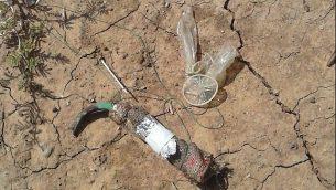العبوة الحارقة التي تم العثور عليها في بلدة في المجلس الإقليمي شاعر هنيغيف في 21 يونيو، 2018. (الشرطة الإسرائيلية)