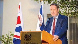 السفير البريطاني دافيد كواري يتحدث في حدث الهجرة المائة في مركز الأخبار اليهودية في المملكة المتحدة، 10 مايو 2018. (Yossi Zeligar/Nikoart, via UK Jewish News)