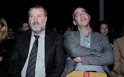 النائب العام أفيحاي ماندلبليت (من اليسار) والمدعي العام شاي نيتسان يحضران مؤتمرا لوزارة العدل في تل أبيب، 21 ديسمبر، 2016.(Tomer Neuberg/Flash90)