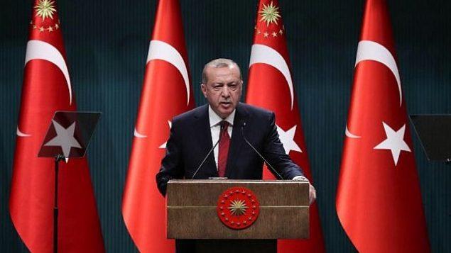 الرئيس التركي رجب طيب اردوغان خلال مؤتمر صحفي في المجمع الرئاسي في انقرة، 18 ابريل 2018 (AFP/Adem Altan)