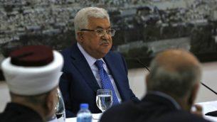 رئيس السلطة الفلسطينية محمود عباس يخاطب القيادة الفلسطينية في مدينة رام الله بالضفة الغربية في 14 مايو 2018. (ABBAS MOMANI/AFP)