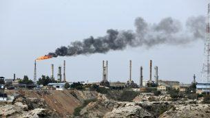 صورة توضيحية لمنشآت نفطية في جزيرة خارج الإيرانية في الخليج، 12 مارس 2017 (ATTA KENARE / AFP)