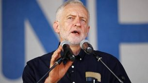 زعيم حزب العمال البريطاني المعارض جيريمي كوربين يتحدث في لندن في 30 يونيو، 2018. (AFP Photo / Tolga Akmen)