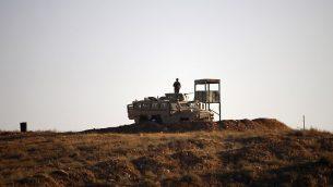 جنود اردنيون عند الحدود بين الاردن وسوريا، بالقرب من بلدة نصيب، جنوب سوريا، 1 يوليو 2018 (MOHAMAD ABAZEED / AFP)