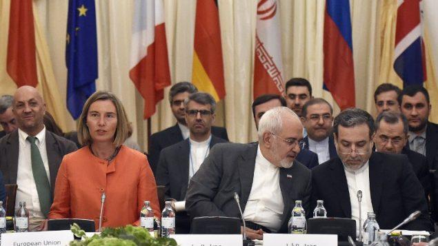 وزيرة خارجية الاتحاد الاوروبي فيديريكا موغيريني ووزير الخارجية الإيراني محمد جواد ظريف خلال احتماع حول الاتفاق النووي الإيراني في فيينا، النمسا، 6 يوليو 2018 (AFP/APA/Hans Punz)
