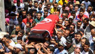 موكب تأبين ستة عناصر من الامن التونسي قتلوا في هجوم نفذه مسلحون، 9 يوليو 2018 (FETHI BELAID / AFP)
