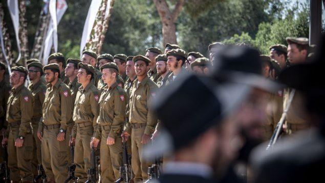مراسيم اداء اليمين لجنود يهود متشددين في القدس، مايو 2012 (Noam Moskowitz/Flash90)