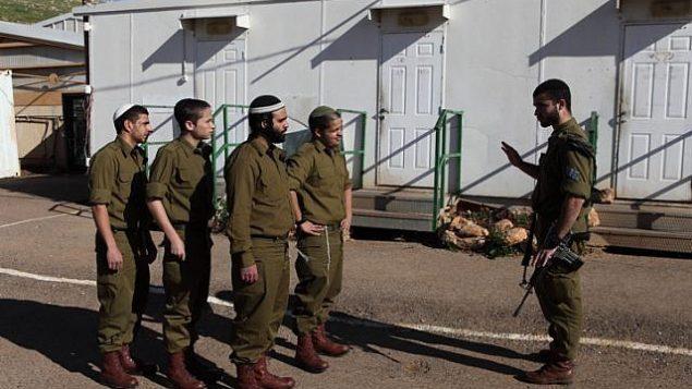 صورة توضيحية للجنود المنتمين إلى وحدة نتساح يهودا الأرثوذكسية المتطرفة التابعة للجيش الإسرائيلي. (Yaakov Naumi/Flash90)