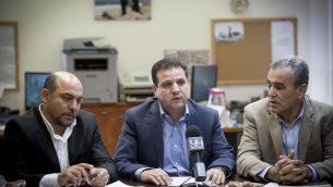 رئيس القائمة العربية المشتركة ايمن عودة يقود جلسة الحزب الاسبوعية في الكنيست، 31 اكتوبر 2016 (Miriam Alster/Flash90)