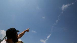 درب دخان لصاروخ باتريوت اعترض طائرة سورية بدون طيار دخلت المجال الجوي الإسرائيلي من سوريا، كما شوهد من مدينة صفد في شمال إسرائيل في 13 يوليو 2018. (David Cohen / Flash90)