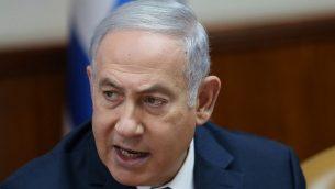 رئيس الوزراء بنيامين نتنياهو يقوط الجلسة الاسبوعية للحكومة في مكتب رئيس الوزراء في القدس، 29 يوليو 2018 (Alex Kolomoisky/Pool Yedioth Ahronoth/Flash90)