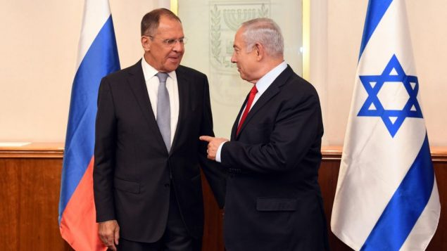 وزير الخارجية الروسي سيرغي لافروف ورئيس الوزراء بنيامين نتنياهو في مكتب رئيس الوزراء في القدس، 23 يوليو 2018 (Haim Zach/GPO)