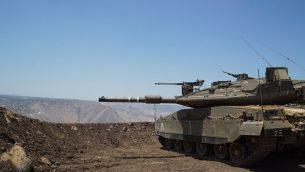 دبابة اسرائيلية في مرتفعات الجولان، بالقرب من الحدود السورية، 1 يوليو 2018 (IDF)
