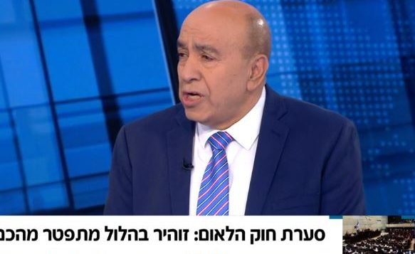 المشرع العربي الإسرائيلي من المعسكر الصهيوني زهير بهلول يعلن عن استقالته من الكنيست احتجاجا على قانون الدولة اليهودية، 28 يوليو 2018 (Screenshot/Hadashot news)