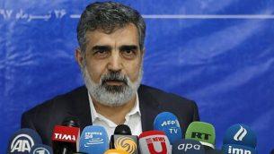 المتحدث باسم منظمة الطاقة الذرية الإيرانية ، بهروز كمال وندي يجيب على الصحافة في العاصمة طهران في 17 يوليو، 2018. (AFP PHOTO / ATTA KENARE)