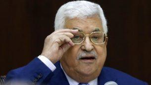 رئيس السلطة الفلسطينية محمود عباس يترأس جلسة اللجنة التنفيذية لمنظمة التحرير الفلسطينية، في مقر السلطة الفلسطينية في رام الله، 28 يوليو 2018 (ABBAS MOMANI/AFP)
