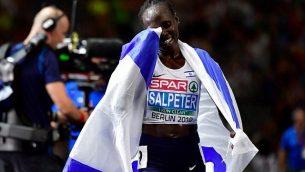 رد فعل لونا شمتاي سالبيتر  من إسرائيل بعد فوزها بسباق النهائي لمسافة 10000 متر للسيدات خلال البطولة الأوروبية لألعاب القوى في الملعب الأولمبي في برلين في 8 أغسطس، 2018. (AFP PHOTO / Tobias SCHWARZ)