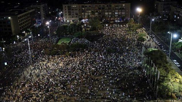 ساحة رابين خلال مظاهرة للعرب وداعميهم ضد قانون الدولة اليهودية، في تل ابيب، 11 اغسطس 2018 (AFP/ Ahmad GHARABLI)