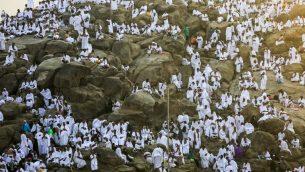 حجاج مسلمون يتجمعون عند صعيد عرفات عشية عيد الاضحى، 20 اغسطس 2018 (AHMAD AL-RUBAYE / AFP)