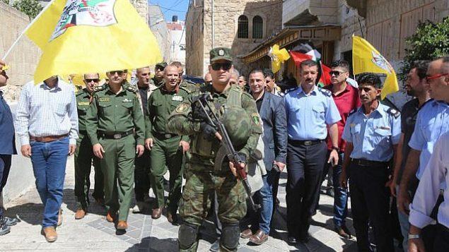 قوات أمن تابعة للسلطة الفلسطينية تجوب منطقة خاضعة للسيادة الإسرائيلية في الخليل بزي رسمي، 31 يوليو، 2018.  (Wafa)