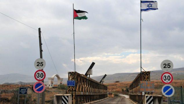 معبر جسر النبي البري بين الاردن واسرائيل (Shay Levy/Flash90)