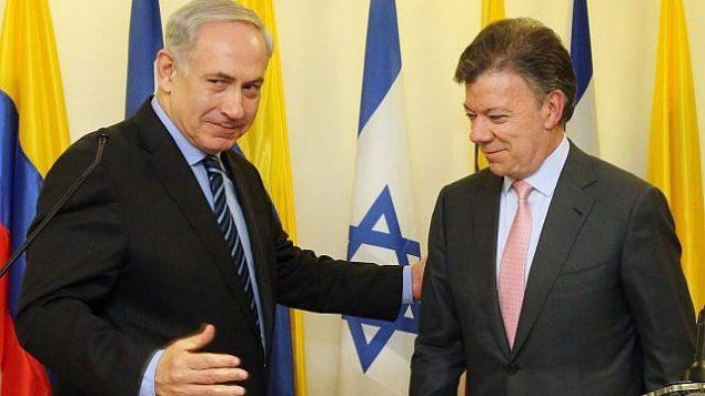 رئيس الوزراء بنيامين نتانياهو (إلى اليسار) مع الرئيس الكولومبي خوان مانويل سانتوس في مؤتمر صحفي في القدس يوم 11 يونيو 2013. (Marc Israel Sellem/Pool/Flash90)