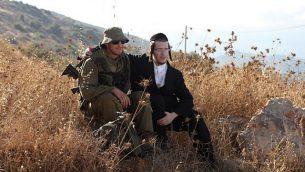 توضيحية: جنديان من كتيبة 'نيساح يهوده' للجنود الحريديم يجلسان في قاعدة 'بيليس' العسكرية، في غور الأردن شمال البلاد .  (Yaakov Naumi/Flash90)