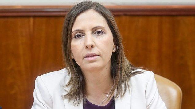 وزيرة المساواة الاجتماعية غيلا غمليئيل تتحدث في الاجتماع الأسبوعي لمجلس الوزراء في مكتب رئيس الوزراء في القدس، في 25 مارس 2018. (Marc Israel Sellem / POOL)