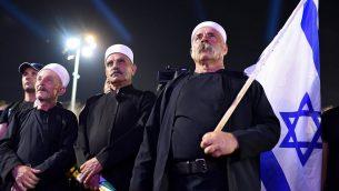 """قادة دروز إسرائيلىين يحضرون مظاهرة يقودها الدروز للاحتجاج على """"قانون الدولة اليهودية القومية"""" في ميدان رابين بتل أبيب فى 4 أغسطس 2018. (Gili Yaari / FLASH90)"""