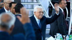 رئيس السلطة الفلسطينية محمود عباس يحضر حفل زفاف في رام الله، الضفة الغربية، 18 اغسطس 2018 (Flash90)