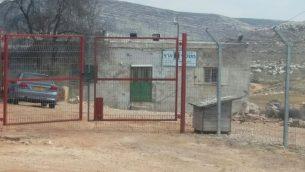 مؤسسة 'قوانين الارض' بالقرب من مستوطنة عوفرا في الضفة الغربية (Kerem Navot)