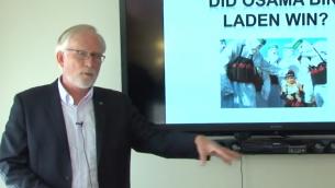 بروف. ديفيد كرين خلال محاضرة في جامعة سيراكوز، اكتوبر 2017 (YouTube screenshot)