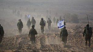 صورة توضيحية لقوات الجيش الإسرائيلي التي تغادر غزة في ختام عملية برية في أغسطس 2014. (وحدة الناطق بلسان الجيش الإسرائيلي/Facebook)