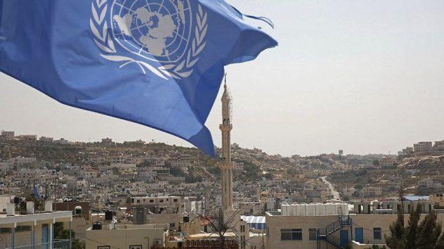 علم الأمم المتحدة في مخيم الفوار في جنوب الضفة الغربية، بالقرب من الخليل، في 2 سبتمبر 2018. (AFP PHOTO / HAZEM BADER)