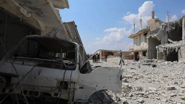 تظهر هذه الصورة آثار هجمات قامت بها قوات الحكومة السورية على بلدة الهبيط على الحواف الجنوبية لمقاطعة إدلب التي يسيطر عليها المتمردون في 9 سبتمبر / أيلول 2018. (AFP Photo/Omar Haj Kadour)