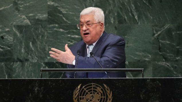 رئيس السلطة الفلسطينية محمود عباس يلقي خطابا أمام الجمعية العامة للأمم المتحدة في 27 سبتمبر، 2018 في نيويورك حيث احتشد قادة العالم لحضور الدورة ال73 للجمعية العامة للأمم المتحدة في مقر المنظمة في منهاتن. (John Moore/Getty Images/AFP)