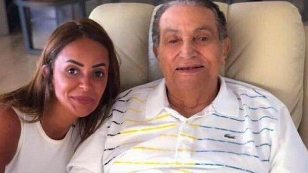 الرئيس المصري الأسبق حسني مبارك (من اليمين) في صورة نُشرت على الإنترنت في 31 أغسطس، 2018. (Twitter)