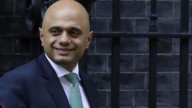 وزير الداخلية البريطاني ساجد جاويد يغادر بعد المشاركة بجلسة للحكومة في داونينغ ستريت، لندن، 24 سبتمبر 2018 (AP Photo/Kirsty Wigglesworth)