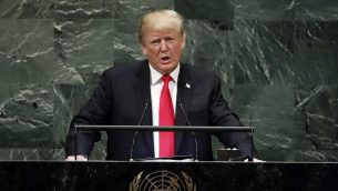 الرئيس الامريكي دونالد ترامب يخاطب الجمعية العامة للأمم المتحدة في نيويورك، 25 سبتمبر 2018 (AP Photo/Richard Drew)