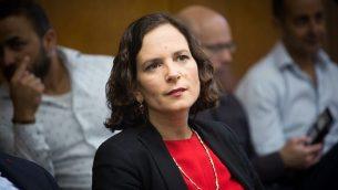 عضو الكنيست في حزب كولانو راحيل عزاريا تحضر اجتماعًا لحزبها في الكنيست يوم 7 مايو 2018. (Miriam Alster/Flash90)
