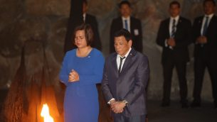 رئيس الفلبين رودريغو دوتيرتي يزور متحف ذكرى المحرقة ياد فاشيم في القدس، 3 سبتمبر 2018 (Hadas Parush/Flash90)