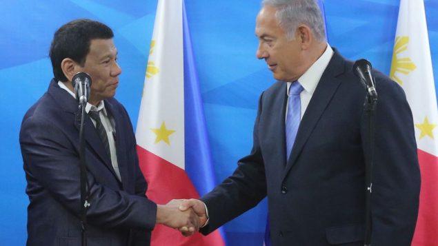 رئيس الفلبين ردوريغو دوتيرتي مع رئيس الوزراء بنيامين نتنياهو في القدس خلال زيارة دوتيرتي الرسمية الى اسرائيل، 3 سبتمبر 2018 (Marc Israel Sellem/Flash90/pool)