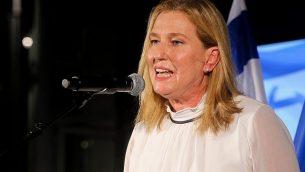 زعيمة المعارضة وعضو الكنيست تسيبي ليفني تلقي كلمة خلال حدث لحزب 'المعسكر الصهيوني' في تل أبيب، 5 سبتمبر، 2018.  (Flash90)