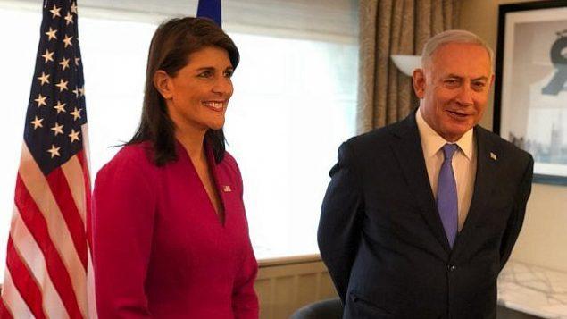 السفير ةالأميركية لدى الأمم المتحدة نيكي هالي، إلى اليسار، تجتمع مع رئيس الوزراء بنيامين نتنياهو في نيويورك خلال الجمعية العامة للأمم المتحدة يوم الجمعة، 25 سبتمبر 2018. (Avi Ohayun/GPO)
